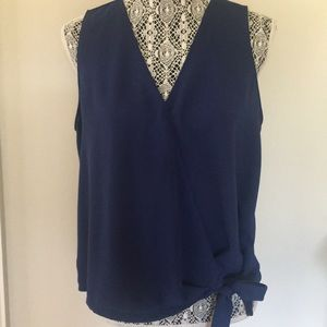 LUSH Sleeveless top with tie in front